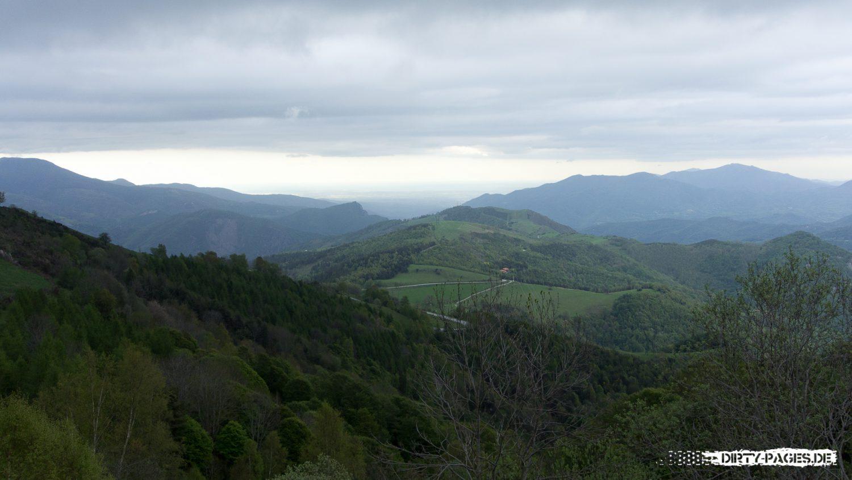 Blick von den Pyrenäen aufs Mittelmeer bei Perpignan